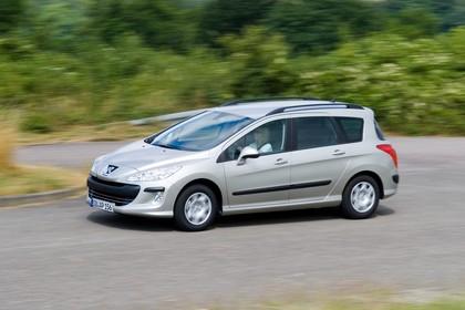 Peugeot 308 SW 4J Aussenansicht Seite schräg dynamisch silber