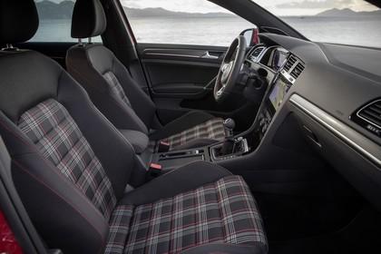 VW Golf 7 GTI Facelift Innenansicht Vordersitze statisch schwarz