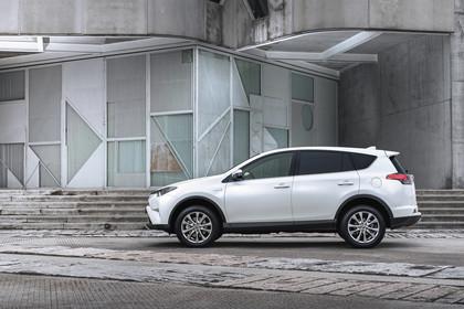 Toyota RAV4 (XA4) Aussenansicht Seite statisch weiß