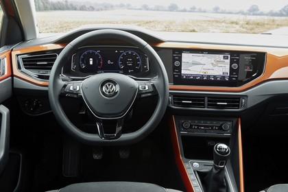 VW Polo AW Innenansicht statisch Vordersitze und Armaturenbrett fahrerseitig