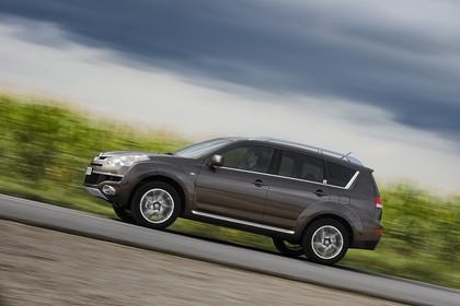Citroën C-Crosser Aussenansicht Seite dynamisch braun