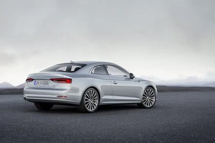 Audi A5 Coupe Aussenansicht Heck schräg statisch silber