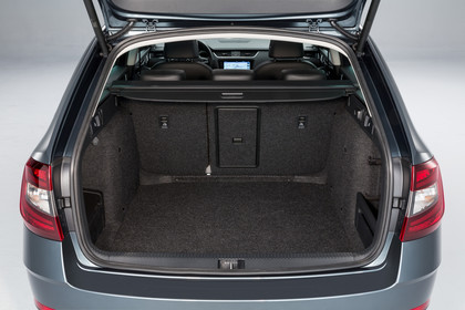 Skoda Octavia 5E Facelift Combi Innenansicht Detail Kofferraum statisch schwarz