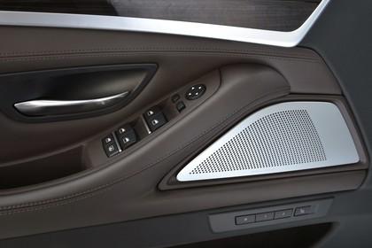 BMW 5er Touring F11 Innenansicht Detail Türverkleidung statisch braun