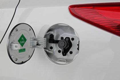 Hyundai ix35 Fuel Cell EL Aussenansicht Detail statisch weiß Tankstutzen