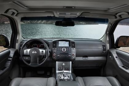 Nissan Pathfinder R51 Innenansicht Armaturenbrett statisch schwarz