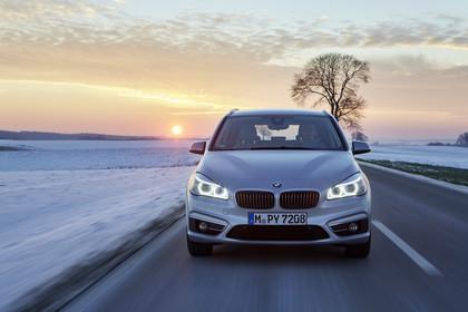 BMW 2er Active Tourer Aussenansicht Front dynamisch silber