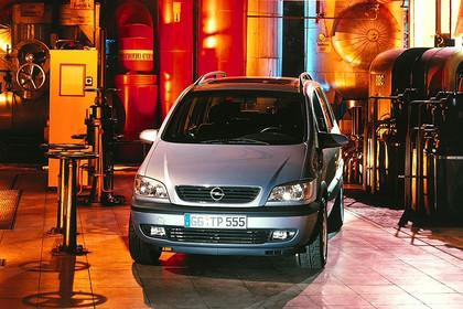 Opel Zafira A Aussenansicht Front statisch silber