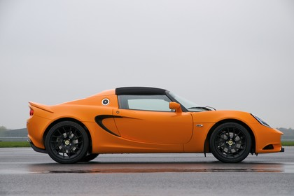 Lotus Elise 3 Aussenansicht Seite statisch orange