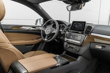 Mercedes-Benz GLE W166 Innenansicht Beifahrerposition statisch braun