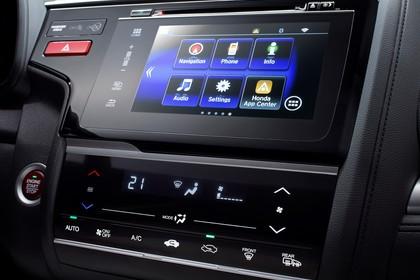 Honda Jazz GK Innenansicht statisch Studio Detail Infotainmentbildschrim und Klimaanlage