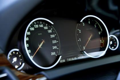 BMW 6er Cabrio F12 Innenansicht Detail Kombiinstrument statisch schwarz