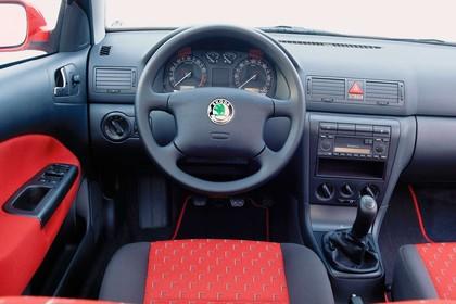 Skoda Octavis Combi 1U Studio Innenansicht Fahrerposition statisch rot schwarz