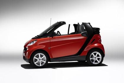 Smart Fortwo Cabrio A451 Studio Aussenansicht Seite statisch rot