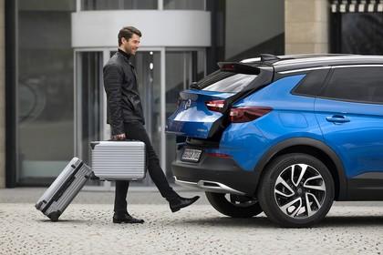 Opel Grandland X Z Aussenansicht Seite schräg statisch Detail sensorgesteuerte Heckklappe