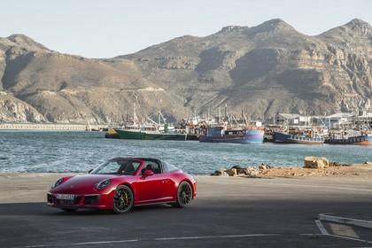 Porsche 911 Targa 4 GTS 991.2 Aussenansicht Front schräg statisch rot