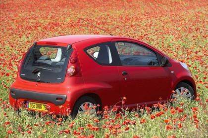 Peugeot 107 P Dreitürer Aussenansicht Seite schräg statisch rot