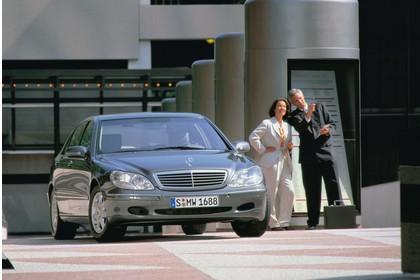 Mercedes S-Klasse W220 Aussenansicht Front statisch silber