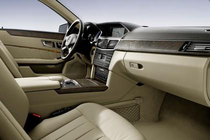 Mercedes E-Klasse W212 Innenansicht Beifahrersicht statisch beige