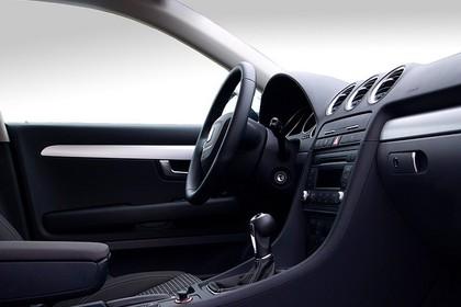 SEAT Exeo Limousine 3R Innenansicht statisch Studio Vordersitze und Armaturenbrett beifahrerseitig