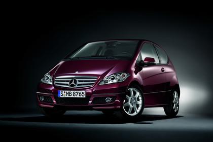 Mercedes A-Klasse W169 Studio Aussenansicht Front schräg statisch lila