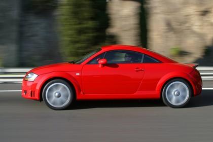 Audi TT 8N Aussenansicht Seite dynamisch rot
