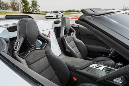 Chevrolet Corvette Grand Sport Cabrio Innenansicht statisch Vordersitze beifahrerseitig