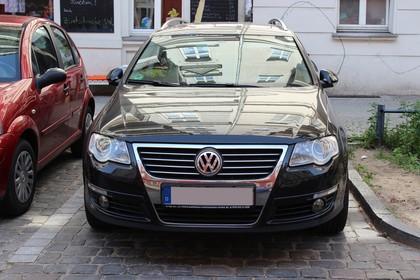VW Passat Variant B6 Aussenansicht Front statisch schwarz