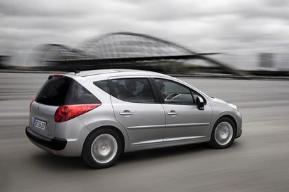 Peugeot 207 SW W Facelift Aussenansicht Seite schräg dynamisch silber