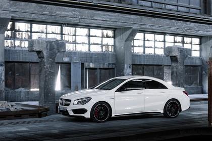 Mercedes-AMG A 45 C117 Aussenansicht Front schräg statisch weiß
