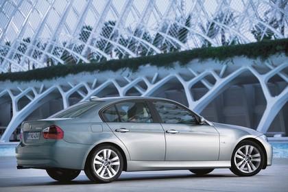 BMW 3er Limousine Aussenansicht Seite schräg statisch grau