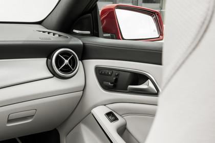 Mercedes CLA C117 Innenansicht Detail Türverkleidung Studio statisch grau