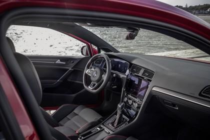 VW Golf 7 GTI Facelift Innenansicht Einstieg Beifahrerposition statisch schwarz