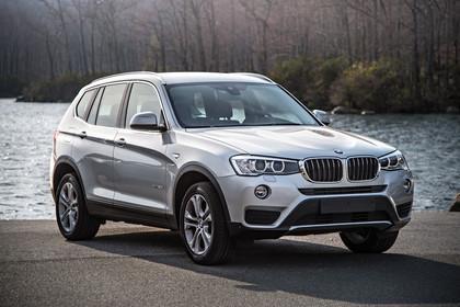 BMW X3 F25 Facelift Aussenansicht Front schräg statisch silber