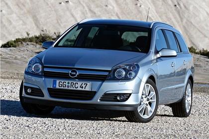 Opel Astra H Caravan Aussenansicht FRont statisch silber
