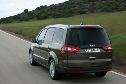 Ford Galaxy II Facelift Aussenansicht Heck schräg dynamisch grün