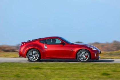 Nissan 370Z Z34 Aussenansicht Seite dynamisch rot