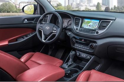 Hyundai Tucson TLE Innenansicht Beifahrersicht statisch rot