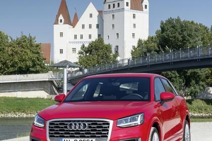 Audi Q2 Aussenansicht Front schräg statisch rot