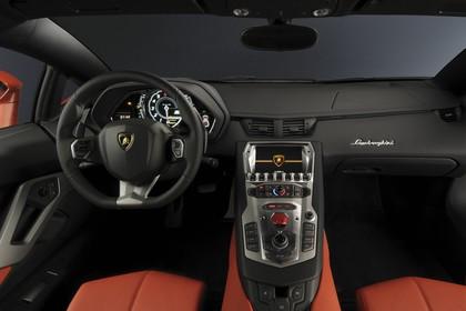 Lamborghini Aventador Innenansicht statisch Studio Sitze und Armaturenbrett