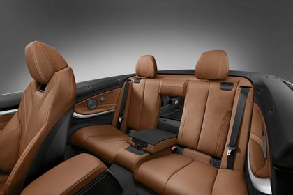 BMW 4er Cabrio F33 Innenansicht Rücksitzbank Studio statisch hellbraun
