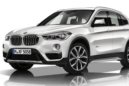 BMW X1 F48 Facelift Aussenansicht Front schräg Studio statisch weiss