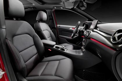 Mercedes B-Klasse W246 Innenansicht Vordersitze Studio statisch schwarz