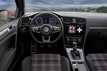 VW Golf 7 GTI Facelift Innenansicht Fahrerposition statisch schwarz