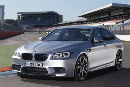 BMW M5 F10 Aussenansicht Front schräg statisch silber