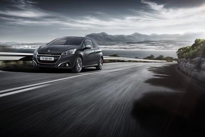 Peugeot 208 GTi A9 Aussenansicht Front schräg dynamisch grau