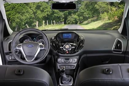 Ford B-MAX Innenansicht Armaturenbrett und Vordersitze