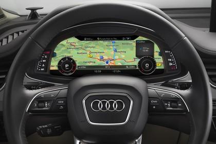 Audi Q7 4M Innenansicht Detail digitales Kombiinstrument statisch schwarz