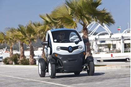 Renault Twizy Aussenansicht Front schräg dynamisch weiss