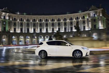 Lexus CT 200h Aussenansicht Seite schräg dynamisch weiss